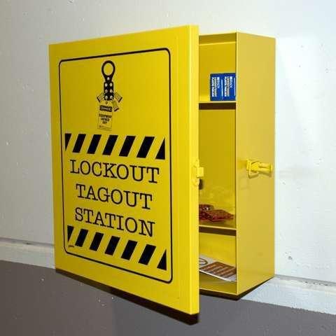 Zvětšit fotografii - Brady Ocelová uzamykatelná pevná skříň, žlutá - Lockout Station, 40,6 x 35,5 x 15,2 cm